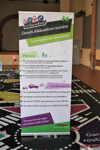 Totem des règles de circulation piétons et conducteurs - www.tousenroute.com