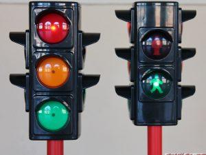 Jeu de 2 feux tricolores pour circuit d'éducation à la sécurité routière - www.tousenroute.com
