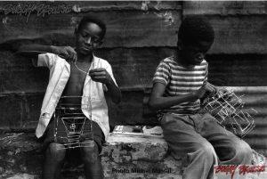 Origine-Buggy-Brousse-jouets-afrique-2Monteurs-Michel-Massal- www.buggybrousse.com